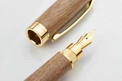 Nalivno pero brez čipke